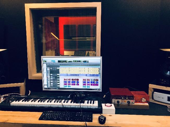 가수처럼 녹음실에서 녹음하여 나만의 음원 만들어 드립니다