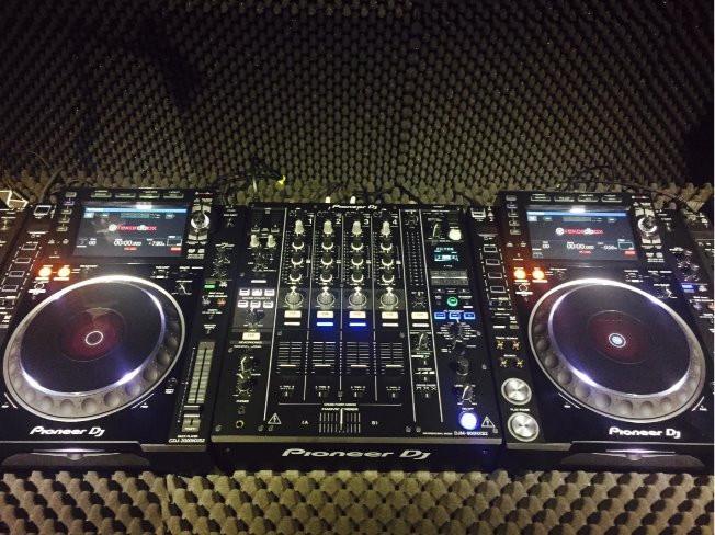 DJing을 전문적으로 배워서 실제 DJ가 될 수 있도록 도와 드립니다