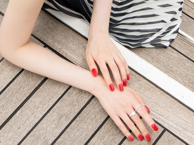 섬세한 손 모델, 여러분의 브랜드를 감각적으로 표현해 드립니다.