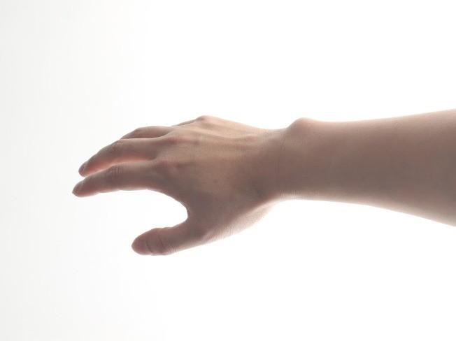 디자이너의 섬세한 남성 손모델 드립니다.