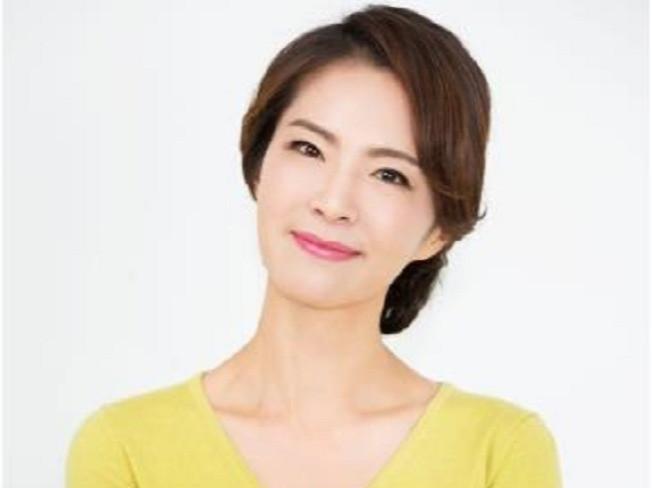 배우 김정현 강하지만 마음 따뜻한 엄마 모델이 되어 드립니다.
