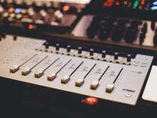 각종 영상음악(광고음악, 게임음악, 개인영상, 단편영화 등) 제작해드립니다.