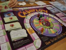 """로버트 기요사키의 """"Cash Flow"""" 보드게임으로 금융지식을 높혀드립니다."""
