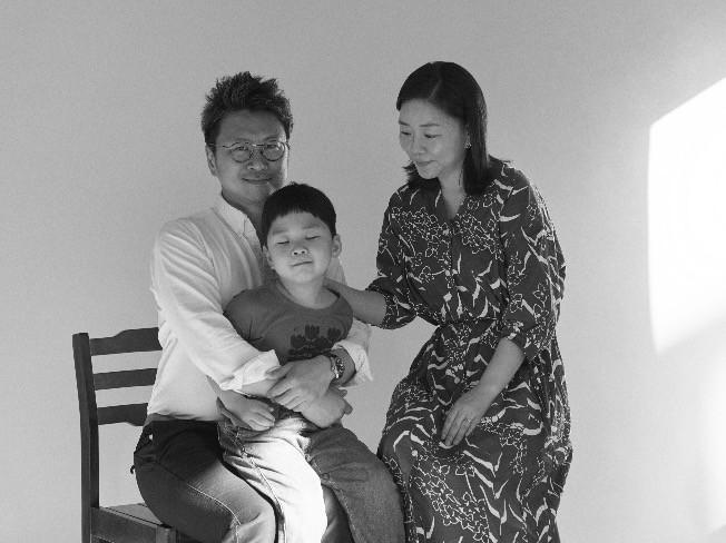 """가족사진 전문 스튜디오씨 """"인생에 좋은 사진 한장은 있어야합니다"""" 드립니다."""